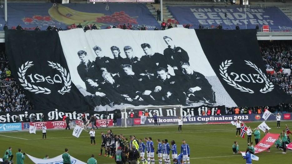 Foto av den uforglemmelige lagbildetifoen fra cupfinalen 2013.