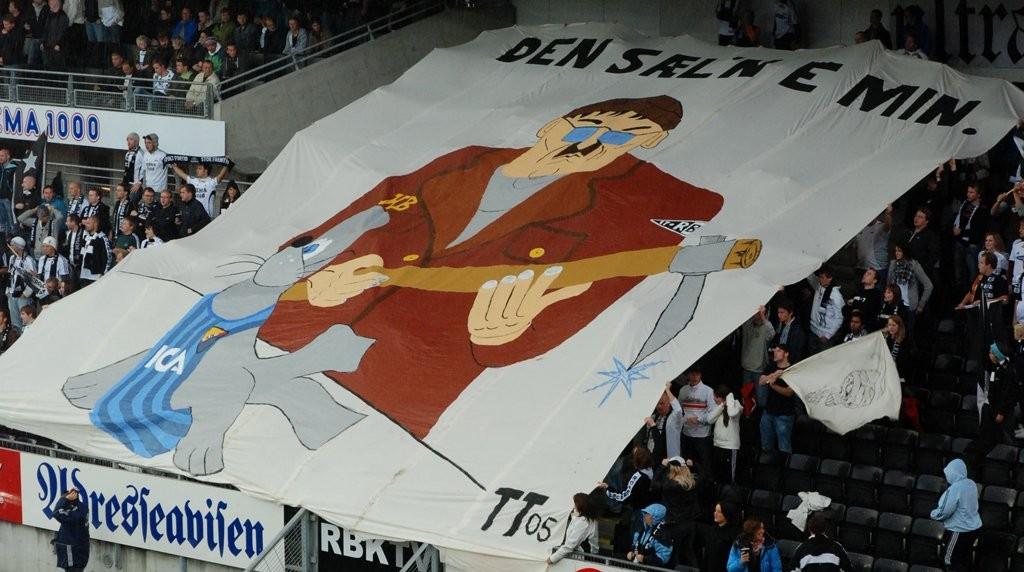28. august 2008. Rosenborg vant 5-0 over Djurgården foran 7475 tilskuere på Lerkendal stadion. Det hører med til historien av DIF-supporterne kampen på Råsunda stadion, 14. august 2008, hadde hengt opp banneret «Rädda en säl - klubba en norrmann» og dette var vårt tilsvar til banneret.