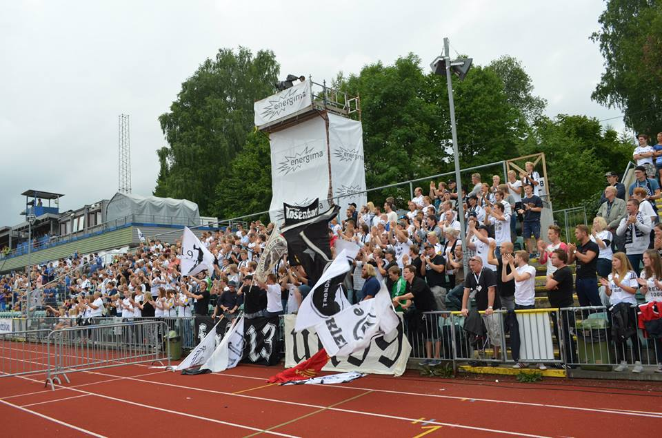Bortefeltet på Nadderud stadion, 3. august 2014.