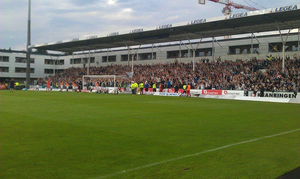 Bortefeltet på Åråsen stadion, 9. august 2015.